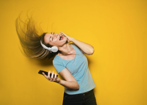 Why Are So Many Singers Suffering From Vocal-Cord Injuries? Celeb Vocal Coach Explains